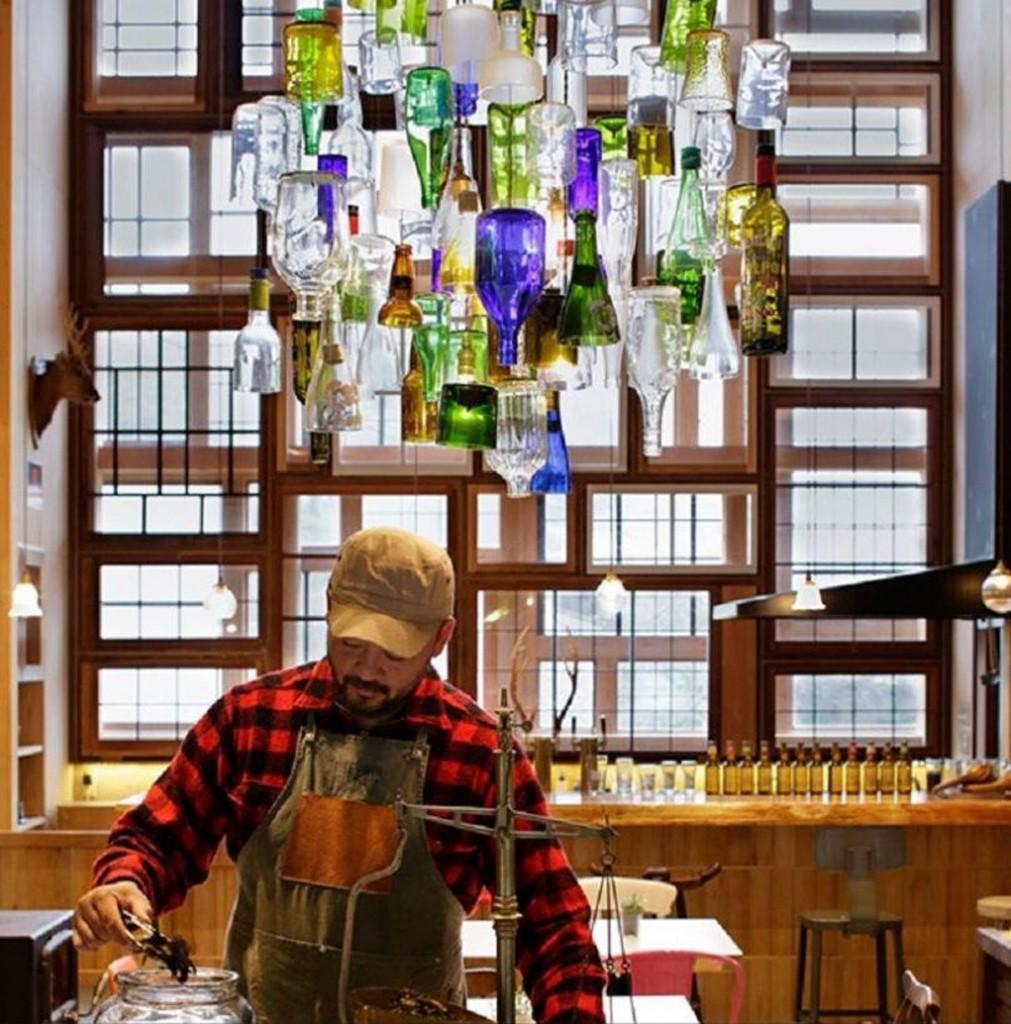 Bar Japon con materiales reciclados